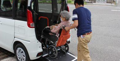 和歌山市、岩出市で出張・訪問・送迎ヘアーサービスは『髪の家KAMINOYA』にお任せください
